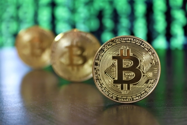 Bitcoin Fails to Sustain $14K Price Level, Transaction Fees Hit Two-Year ATH